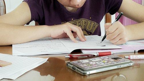 teenage-girl-doing-homework